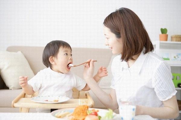 Khi con chào đời, gần như tất cả thời gian của mẹ đều dành cho con