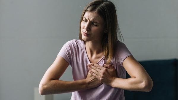 Đau hoặc tức ngực có thể biểu hiện tim bạn đang gặp vấn đề