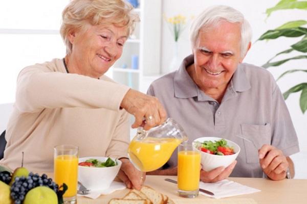 Chế độ ăn đảm bảo năng lượng hợp lý, cân đối giữa chất bột đường, chất đạm, chất béo ăn đủ rau xanh và trái cây.