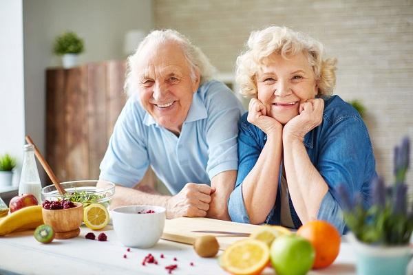 Nguyên tắc ăn uống tăng đề kháng cho người cao tuổi mùa Cô vy