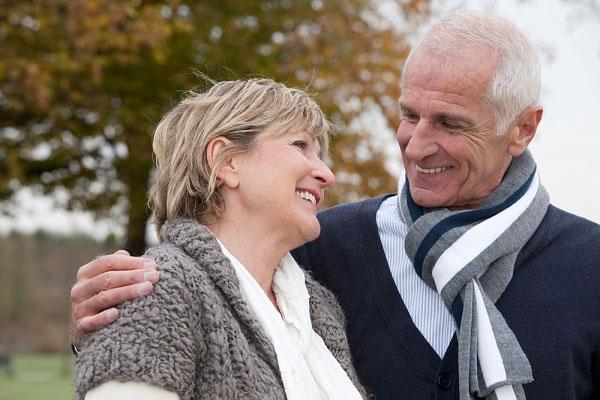 Cách bảo vệ sức khỏe người cao tuổi mùa đông